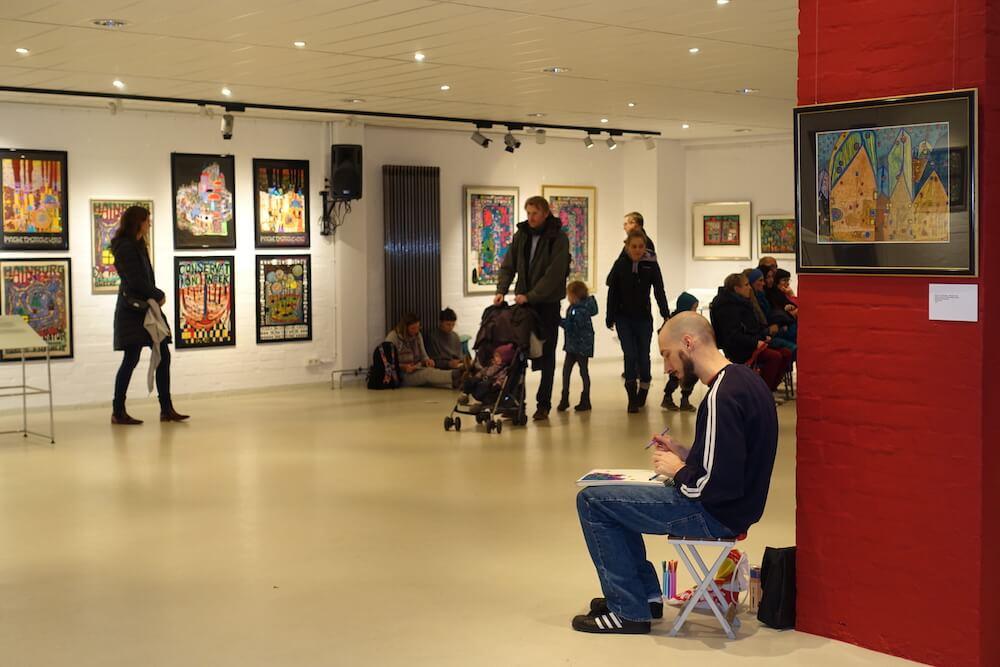 Hundertwasser-Ausstellung-Fabrik-der-Künste-Malen-und-Zeichnen_2