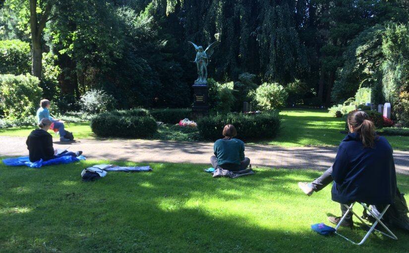Sonne, Regen und Skulpturen
